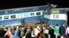 GRAV ACCIDENT FEROVIAR: Cel puțin doi oameni au murit, iar șase au fost răniți