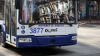 """""""De unde a apărut şi ăstă?"""". Un troleibuz, surprins cu VITEZĂ, în drum spre aeroport (FOTO)"""