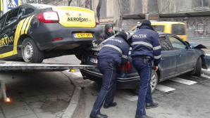 NENOROCIRE în Capitală chiar de Crăciun: Două automobile s-au ciocnit violent (FOTO)