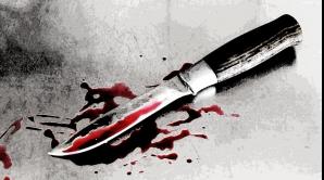 O femeie din Capitală a fost găsită într-o baltă de sânge în propria locuinţă. Poliţia a reţinut doi suspecţi