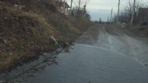 """""""Izvorul nesecat"""" de la Codru! O ţeavă de canalizare curge încontinuu de trei zile (FOTO)"""