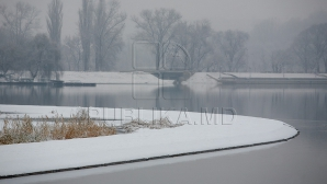 AVERTISMENT: Gheaţa de pe lacuri este periculoasă. Nu lăsaţi copiii fără supraveghere (FOTOREPORT)