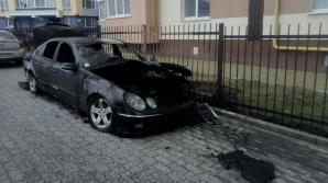 DEZASTRU pentru un şofer din Capitală! Mercedesul i-a fost făcut scrum (FOTO)