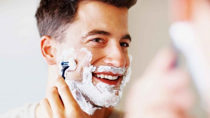 #LifeStyle: Cum păstrezi chiuveta curată în timp ce te barbiereşti. Soluţia e genială (VIDEO)