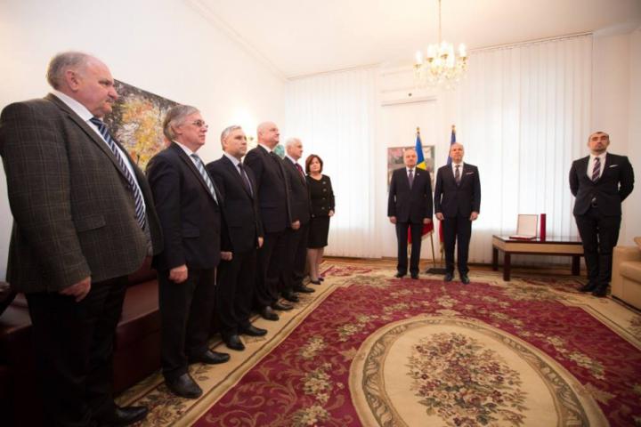 """Președintele Timofti a fost decorat cu ordinul """"Steaua României"""""""