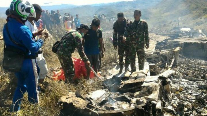 Groaznic ACCIDENT AVIATIC în Indonezia: Toate persoanele aflate la bord au murit (FOTO)