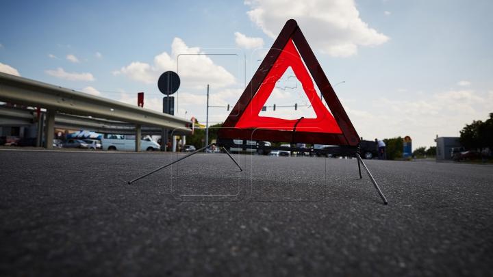 """Accident """"prevăzut"""" de o mașină Tesla înainte să aibă loc. Cum a fost posibil (VIDEO)"""