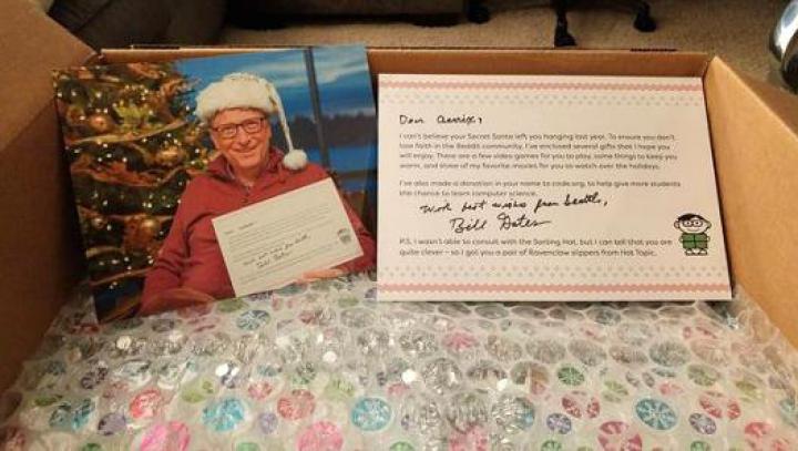 O utilizatoare a unei platforme online a primit de la Bill Gates o cutie cu cadouri de Crăciun
