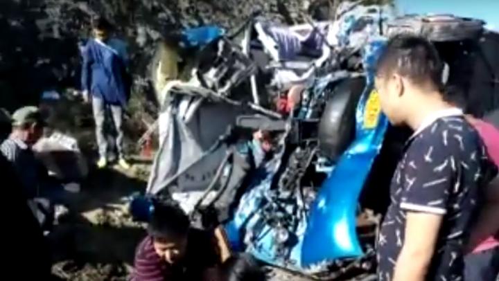 ACCIDENT DEVASTATOR în sudul Chinei: Un autobuz s-a ciocnit violent cu un camion. SUNT VICTIME (VIDEO +18)