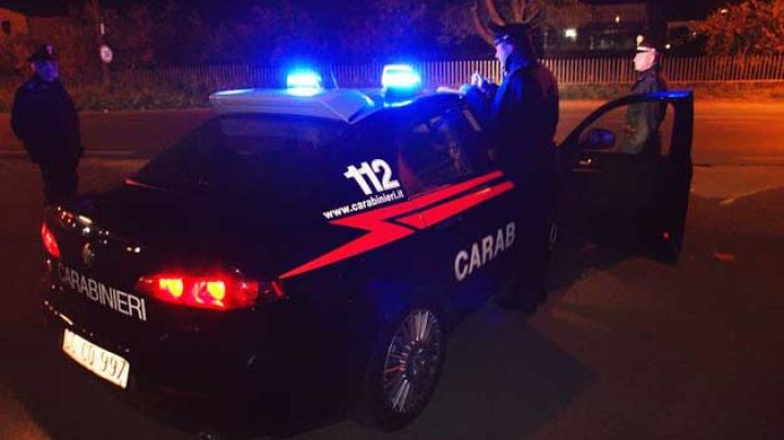 Aventura nocturnă a unui moldovean din Italia: A sărit prin geam pentru a scăpa de carabinieri! Ce a urmat