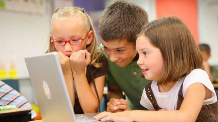 Kaspersky: Opt din zece părinţi sunt îngrijoraţi faţă de siguranţa celor mici în mediul online