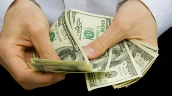 Un american a plătit facturile a 114 familii care riscau să rămână fără apă şi gaze de sărbători