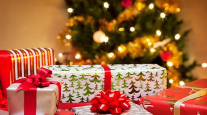 """""""Fii mai bun de Crăciun!"""" Locuitorii din Drochia au adunat alimente şi haine pentru 11 familii nevoiașe"""