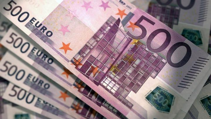 """A aruncat 10 MII DE EURO într-un râu pentru că """"i-au cerut DIAVOLII"""". Povestea HALUCINANTĂ a unei femei"""