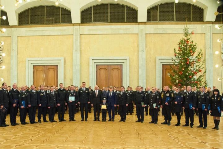 """""""Avem în față provocarea de a moderniza Republica Moldova"""". Mesajul premierului către polițiști (FOTO)"""