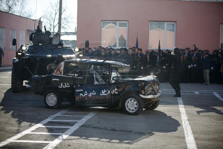 """Maşină ISIS, DISTRUSĂ de brigada """"Fulger""""! IMAGINI SPECTACULOASE din timpul intervenției (FOTOREPORT)"""