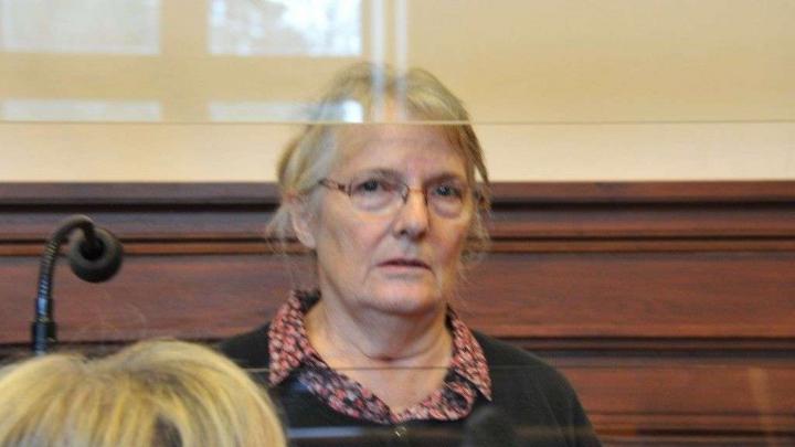 O femeie care și-a ucis soțul, GRAŢIATĂ a doua oară de Hollande