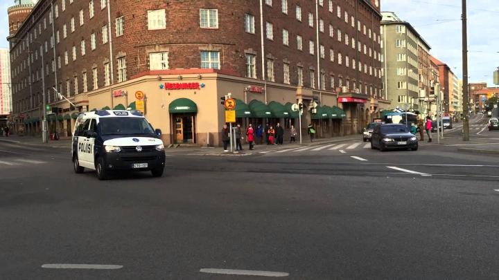 Helsinki: O maşină a intrat într-o mulţime aflată lângă o staţie de metrou. Sunt răniţi