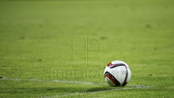 Lecţii de fotbal de la tricolori. Sportivii i-au antrenat pe copiii din Comrat şi Cahul
