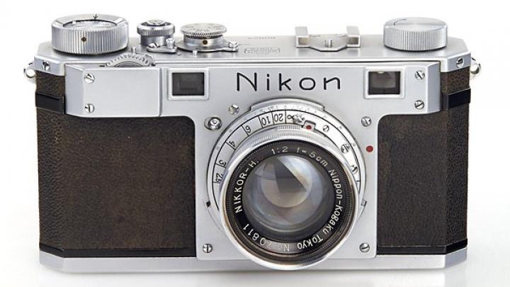 Cel mai vechi aparat foto Nikon s-a vândut pentru o avere, dar nu face poze