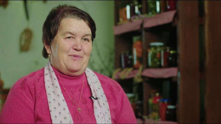 Doi copii din Cotul Morii vrut să-şi facă bunica vestită în toată ţara şi le-a reuşit! (VIDEO)