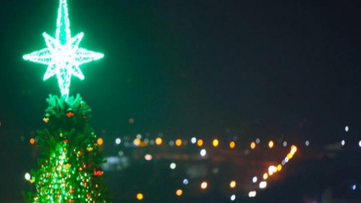 Orheiul a îmbrăcat straie de sărbătoare. Pomul de Crăciun, rupt parcă din povești (FOTO)