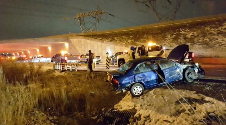 Peste 40 de automobile și camioane s-au ciocnit în lanț: Cel puțin 15 oameni, transportaţi la spital (FOTO)
