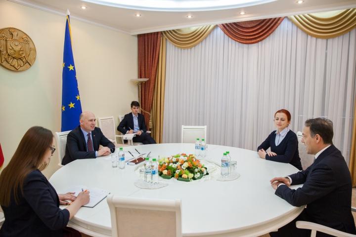 Pavel Filip a avut o întrevedere cu ambasadorul italian Enrico Nunziata. Despre ce au vorbit oficialii (FOTO)
