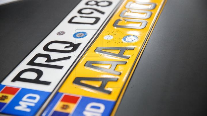Plăcuţele de înmatriculare a automobilelor s-au scumpit cu 10%. Oamenii sunt indignaţi