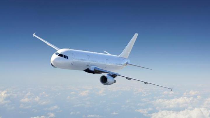O companie aeriană din Rusia va pune scaune separate în avioane pentru pasagerii care refuză să poarte mască