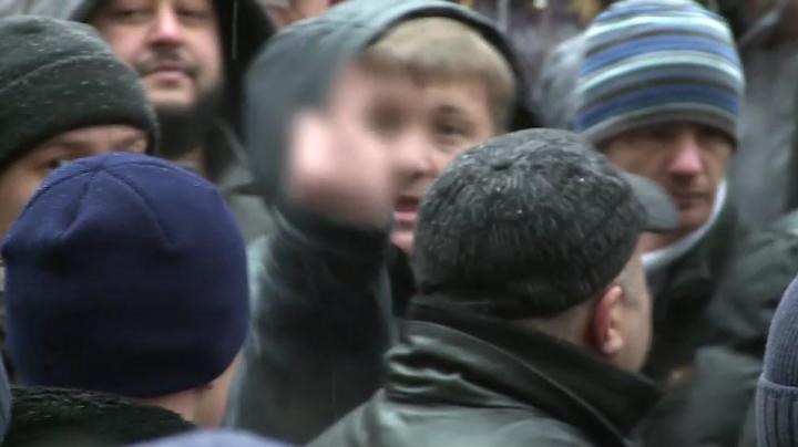 PROTEST AGRESIV în susţinerea lui Renato Usatîi. Jurnaliştii Publika TV, AGRESAŢI (FOTO)