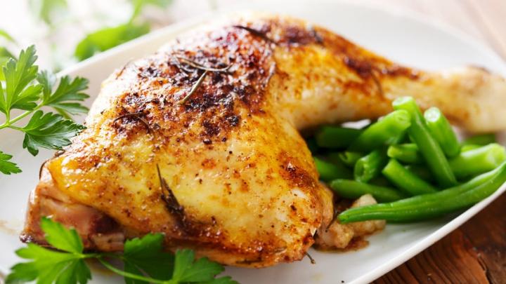 ÎNGROZITOR! Puiul gătit prea puțin poate provoca PARALIZIA! Care sunt PRIMELE SIMPTOME