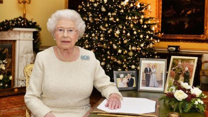 Regina Marii Britanii a decorat mai multe celebrităţi. Cine s-a numărat printre acestea