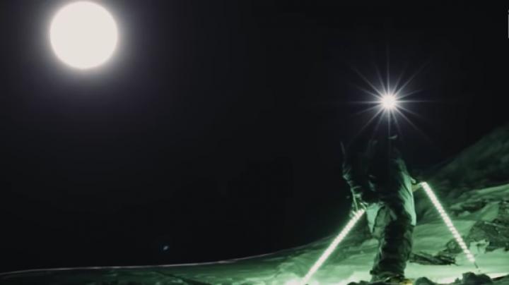 SHOW în Munţii Alpi. Mathieu Bijasson a schiat pe timp de noapte (VIDEO)