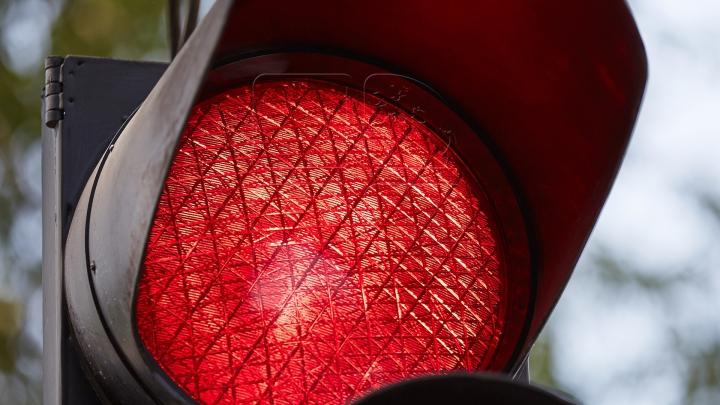 Probleme în trafic: Semafor defect la intersecția străzilor Mihai Viteazul şi Ștefan cel Mare