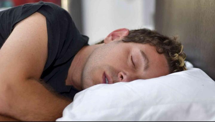Descoperire INCREDIBILĂ: În timpul somnului rămânem PARALIZAŢI! Care este cauza