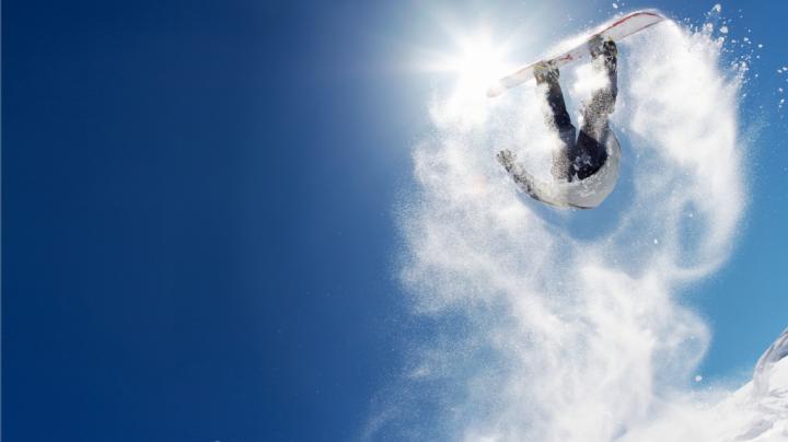 O fostă campioană mondială de snowboard a Franţei, ucisă surprinsă de o avalanşă în Alpii Elveţieni