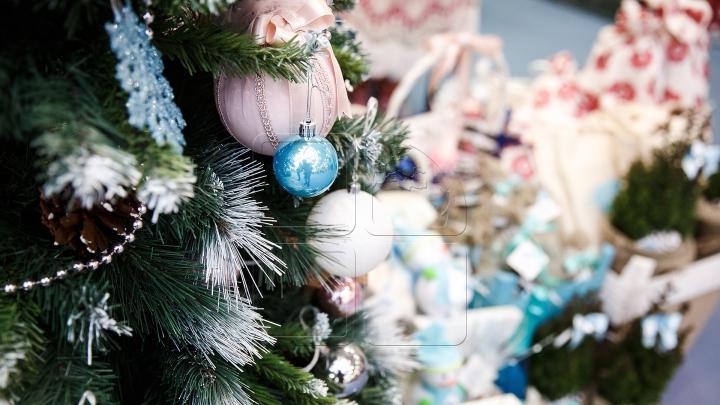 PREGĂTIRI DE SĂRBĂTORI. Unele vedete urează pace cu ocazia Crăciunului, altele se consideră Grinch