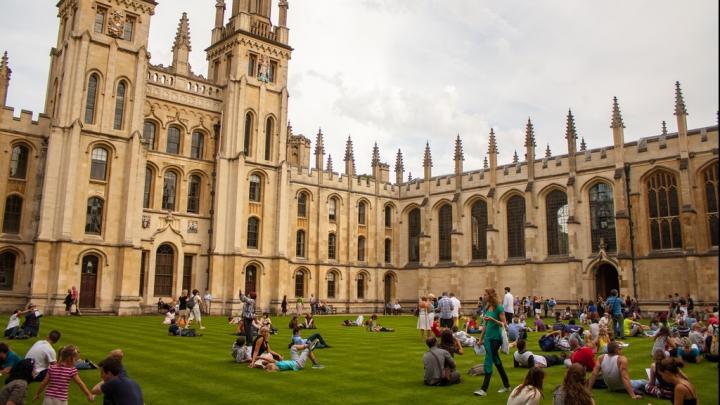 Motivul INCREDIBIL pentru care un absolvent al Universităţii Oxford a dat în judecată instituţia