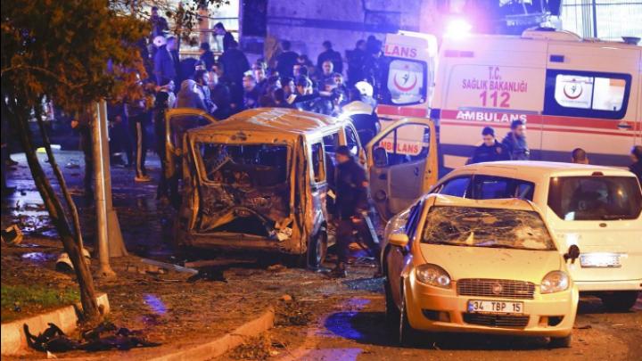 MOMENTUL în care prima mașină explodează la Istanbul, surprins de un martor ocular (VIDEO)