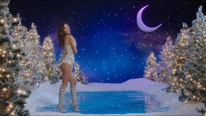 Victoria's Secret face sărbătorile mai frumoase! Îngerașii au apărut într-un videoclip provocator (VIDEO)