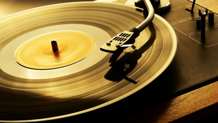 Vânzările albumelor vinil au depășit descărcările muzicale online