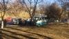 Maxi-taxi din Capitală, implicat într-un accident. Şoferul şi un pasager, INTERNAŢI CU TRAUMATISME (FOTO)