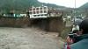 IMAGINI ŞOCANTE în Peru! MOMENTUL în care un hotel se prăbuşeşte în apele unui râu (VIDEO)