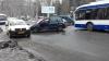 Două maşini s-au ciocnit în sectorul Buiucani. În zonă s-au creat ambuteiaje (FOTO)