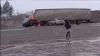 ACCIDENT GRAV: Momentul în care o maşină e lovită frontal şi ia foc în trafic (VIDEO)