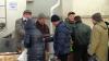 Moldovenii fac afaceri din orice! Au ajuns să vândă agheasmă lângă o biserică de la Ciocana