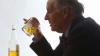 STUDIU: Consumul moderat de alcool nu are beneficii pentru sănătatea vârsnicilor