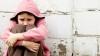 COPLEŞITOR! Imaginile cu un tată care îşi abandonează fetiţa au făcut ÎNCONJURUL LUMII
