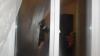 PRINŞI ÎN FLAGRANT! Ce făceau trei tineri lângă o casă din Băcioi